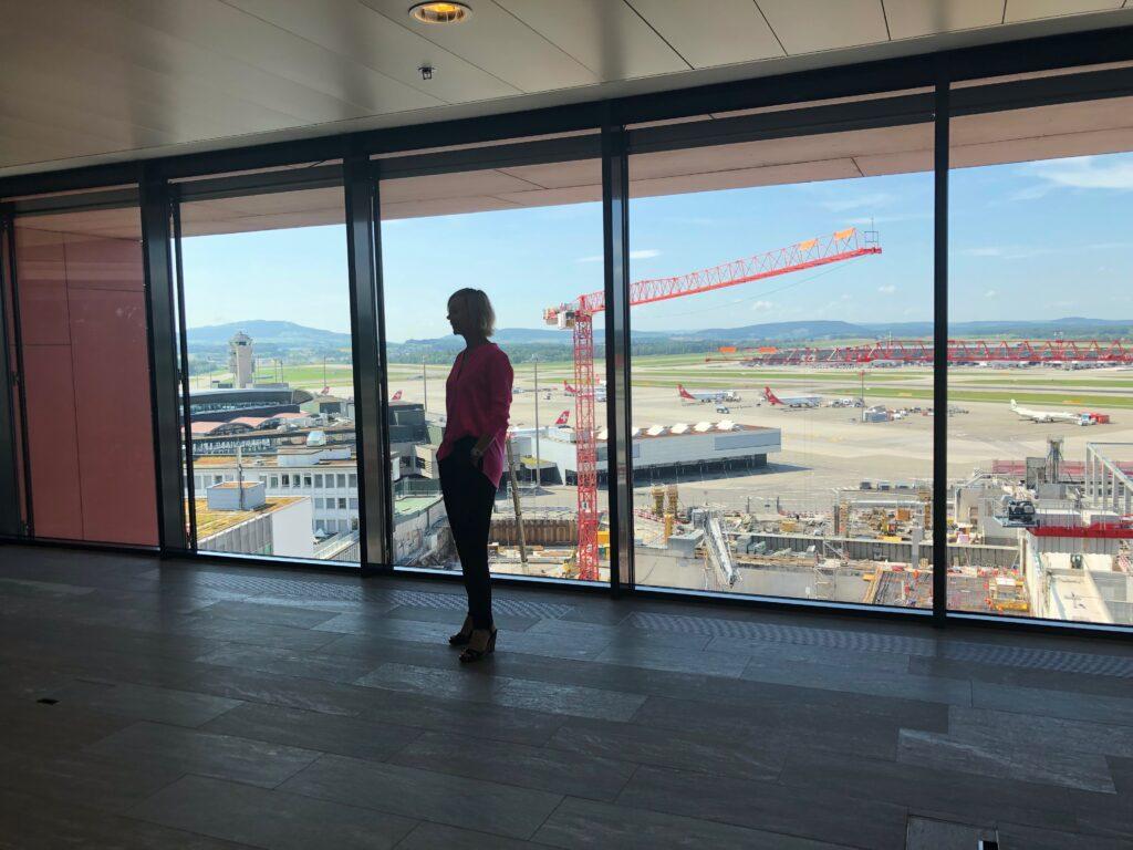 Ekaterina Herzig am Flughafen Zürich